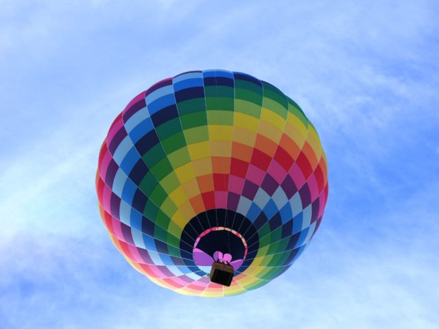 hot-air-balloon-1579144_1920