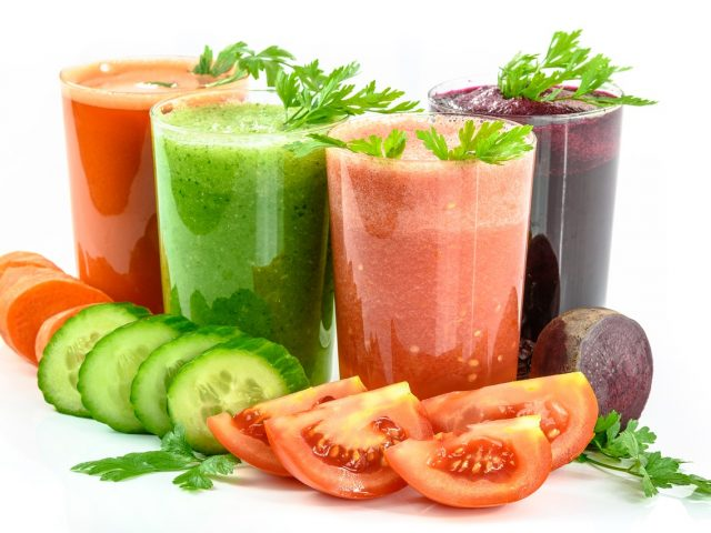 vegetable-juices-1725835_1280